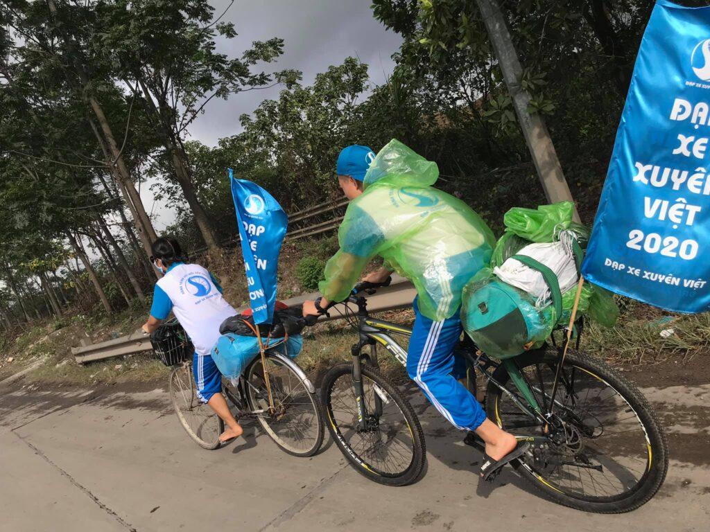 Những vất vả trên hành trình đạp xe xuyên Việt của XUVIER. Nguồn ảnh: Đạp Xe Xuyên Việt - Hành trình kết nối yêu thương