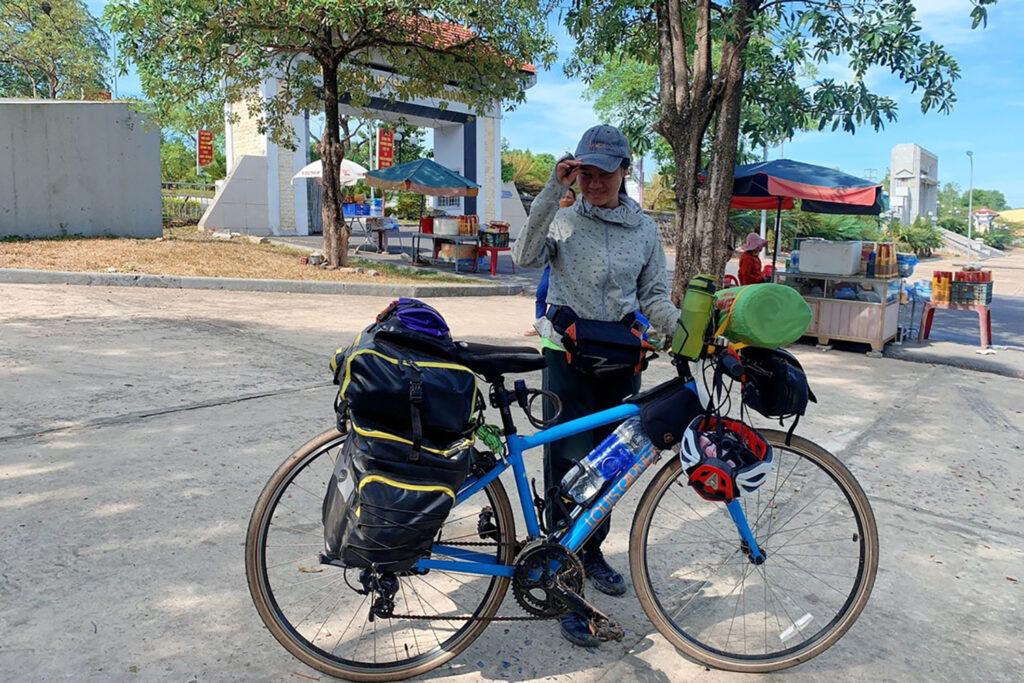Chuyến đi đạp xe xuyên Việt của Huệ Trang . Nguồn ảnh: Trang Aislinne